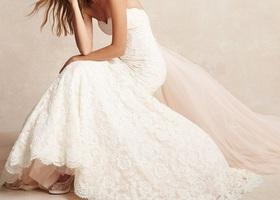 """ビバリーヒルズ発のトップブランド""""モニーク・ルイリエ""""は海外セレブ御用達です*羽のように柔らかな極上レースや、ボリュームたっぷりのシルエットは結婚式でも花のあるデザインです!カラードレスは上品な色合いで大人の女性の魅力をUP!"""