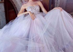 ふわっと広がるチュールにきゅん♡ウエストからふわっと広がるシルエットはただただ「可愛い」の一言に尽きます*ウェディングドレスもカラードレスも、色別にチュール素材が魅力のドレスをご紹介♩