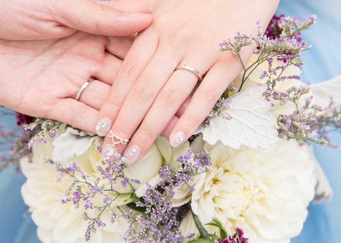 左手薬指でキラキラ輝く宝物*結婚指輪の平均予算はいくらが妥当?おすすめブランドはどこ?のトップ画像
