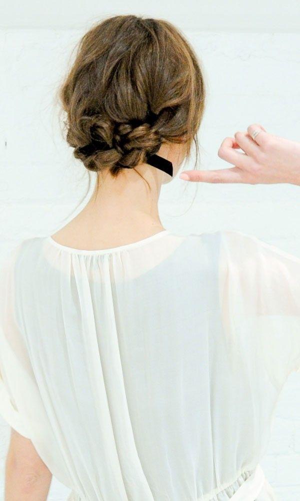 最新の髪型!long+bobの『ロブ』の可愛い花嫁ヘアアレンジ方法♡にて紹介している画像