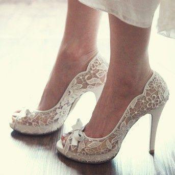 見えない部分こそ、オシャレに!ドレスに合わせる白い靴も自分らしくスタイリング♡にて紹介している画像