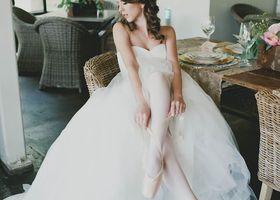 ヴェラ・ウォンのウェディングドレスは世界一!中でも人気な形は『バレリーナ』。バレリーナの衣装みたいなロマンティックなドレスはすべての花嫁の憧れ*細く絞られたウエストから広がるチュールのスカート!Vera Wangのドレスが着たい!