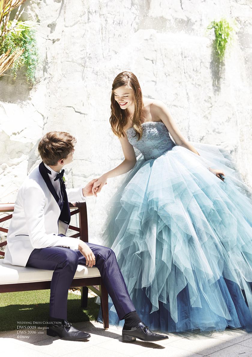ディズニープリンセス6作品が勢ぞろい!可愛すぎるカラードレス+タキシード総まとめ♡にて紹介している画像