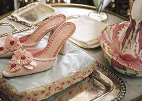 マノロ・ブラニクのウェディングシューズ*映画「マリー・アントワネット」に登場するお靴は全てブラニク製!お菓子みたいに可愛くて存在感ある上品なお靴ならブラニクの夢のようなシューズ!ピンク?グリーン?ブルー?ウェディングシューズならブラニク製!