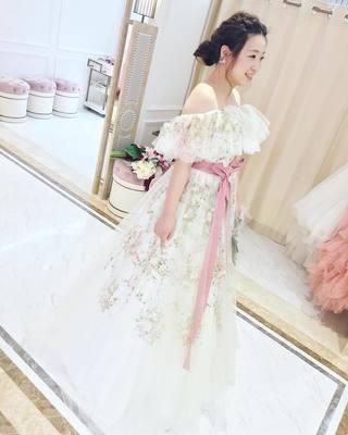 華奢でロマンチック♩「オフショルダー」が可愛いおすすめウェディングドレス4選♡の画像