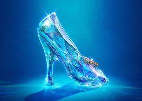 """実写版シンデレラが公開間近♡ 映画公開を記念して""""ガラスの靴""""が実現!?ディズニープリンセス・シンデレラの実写映画公開を記念してジミー・チュウやサルヴァトーレ・フェラガモなどの9ブランドが今後販売される予定のガラスの靴のデッサンを公開!"""