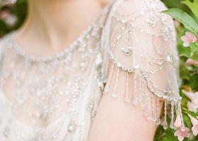 英国プリンセスのキャサリン妃もお気に入りブランド♩Jenny Packham(ジェニーパッカム)のウェディングドレスはエアリーで、女性らしさを大事にしたデザインが特徴。ジュエリーのような華やかさで世界のセレブからも大人気です*