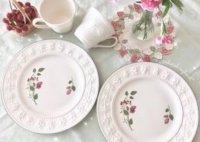 ウェッジウッドのお皿やマグって、シンプルなのに可愛くって何枚あってもうれしいくらい。人気ブランドのシリーズの中でも、特に人気の3つの柄をご紹介♡