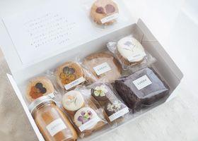 西荻窪にある、お花とお菓子の専門店『cotito(コチト)』*お花とグリーン溢れる可愛い店内で販売されているお花のお菓子が可愛すぎると人気なんです♡