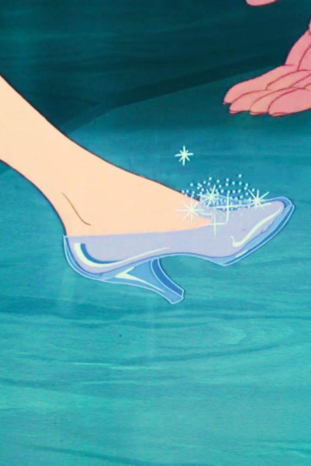 遂に履ける一流ブランド9社がシンデレラのガラスの靴を 再現しま