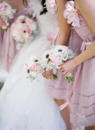 ふんわり可愛い♡ラベンダーカラーのブライズメイドのドレスをあつめましたにて紹介している画像