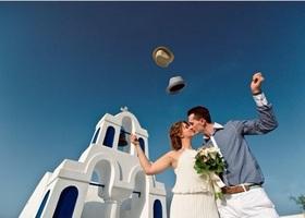 カタログみたいに綺麗な写真もいいけど、やっぱり気になるのは海外花嫁のリアルなウェディング*うっとり憧れる美しさ!海外のリアル花嫁の『サントリーニ島ウェディング』まとめ♡