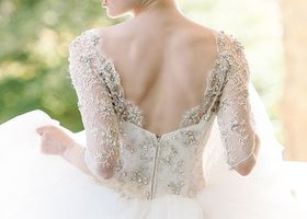 ウェディングドレスの定番&理想『プリンセスライン』♡ウエストからふんわり広がるロマンティックなお姫様シルエットが叶う、プリンセスラインのドレスにうっとり。