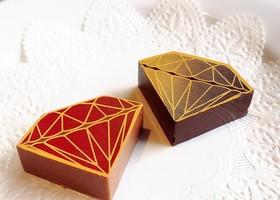 こんなに可愛いチョコ、見たことある? チョコレートの超有名な専門店『DelReY(デルレイ)』のダイヤモンド型のチョコレートを結婚式のギフトにして、ゲストにも輝きをプレゼントしたい♡