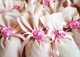 ポプリや石鹸が詰まった、良い香りの『サシェ』♡海外ではお洋服に香りをつける香水代わりにクローゼットに入れておくのが習慣です*おしゃれで女子力高いサシェを、結婚式のプチギフトにいかが?