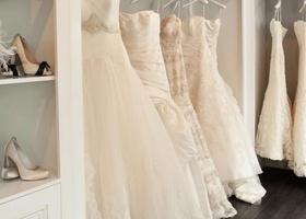 銀座にある、一流ドレスのセレクトショップ♡『CE JOUR LA(ス・ジュール・ラ)』ドレスはもちろん、小物選びやアフターケアまで、最上級のホスピタリティを受けられる花嫁さんにとっては天国のようなお店です♩