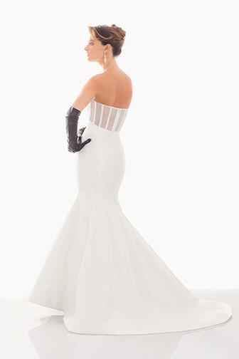 花嫁の輝きを引き出すドレスブランド♡『ジャド・ワデル』のドレスで世界一の美しさを手に入れる!にて紹介している画像