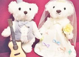 結婚式で飾るテディベアは、新郎新婦の分身の役割♡売っているのを買うのもいいけど、心を込めて手作りするのも素敵だし、なにより思い出に残ります♩