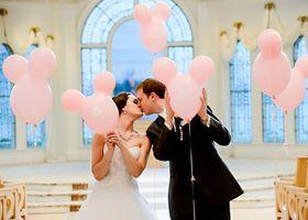 ディズニーが大好きなプレ花嫁さんへ♡ブーケからテーブルコーディネートまで。ディズニーだらけのウェディングはいかが?♩