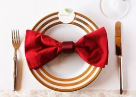テーブルナぷキンをくるっと巻いて、可愛く留めるナプキンリング。売っているものを買わなくても、自由にDIYして素敵なデザインが作れちゃいます♩