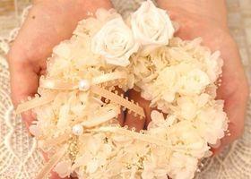 挙式で使う、DIYしたいものNO.1といえばリングピロー!先輩花嫁さんを参考に、世界でひとつだけのオリジナルを手作りしましょ♩