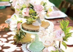 この発想はなかった...!テーブルコーディネートを彩るケーキスタンドを、お皿とグラスをくっつけてDIYするのが海外で流行中のようです*
