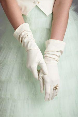 エレガントな花嫁の必須アイテム♡タイプ別グローブの可愛いイメージCOLLECTON♡に