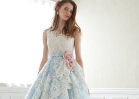 普段はシンプルなお洋服がお好きなあなたも、結婚式だけは別!ジルのカラードレスには、どんな人だってメロメロになっちゃうんです♡