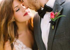 タキシードに合わせるネクタイ選びって難しい!結び方の種類も、色々あるのを知ってますか??どんなネクタイが似合うのか、花嫁さんも一緒に考えてみましょ♩