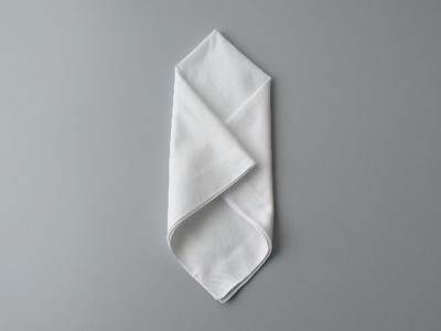 胸元をパッと華やかに*新郎のポケットチーフのお洒落な折り方と選び方♡にて紹介している画像