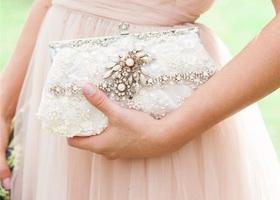 結婚式やパーティのお呼ばれスタイルの心強いおとも♡特別な時だけ使うクラッチバッグは、一生モノの上質なものを選びましょう♩