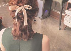インスタで大人気♡カリスマ美容師のRumiさんが発信する『Neoハーフアップ』は、ポニーテールとハーフアップのいいとこどりの、可愛すぎる髪型なんです♩