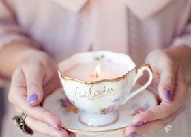 可愛すぎるけど、飲んじゃダメ!100均のろうそく・クレヨン・ティーカップで作る手作りキャンドルがとってもロマンティックです♡