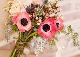 ブーケにも、テーブル装花にも*アネモネやポインセチアなど、冬には冬しか咲かない季節のお花でウェディングを彩りましょう♩