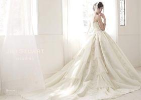 ジルスチュアートの純白ドレスは女の子の憧れ!セクシーでひらひらするドレスドレスはクラシカルな柄やヴィンテージ感のあるデザイン*ランジェリーみたいなドレスがあどけないセクシーさを演出しているデザインもあります!