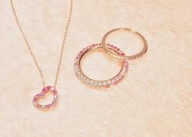 ぐるりと淵を囲むような、パヴェ風の宝石使いがたまらないデザイン*ジュエリーウォッチが人気な『ポンテヴェキオ』ですが、指輪もこんなに可愛いって知ってましたか?