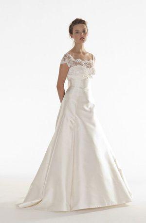 ウェディングドレスは、生地によって表情が違う!<生地別>持つ特徴と魅力まとめ*にて紹介している画像