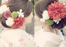 やまとなでしこヘアアレンジで和装のウェディングドレスを着こなそう!日本人女性を輝かせる和装結婚式が見直される今、重要なポイントはヘアアレンジです。桜や百合を使用した季節感のあるヘアやちりめん製コサージュ、かんざしは和装にぴったりのアイテム!