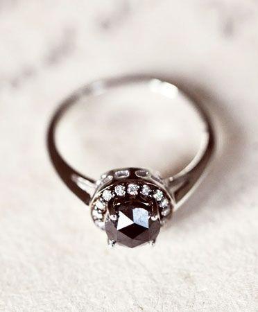 豪華で官能的な輝き♡ブラックダイヤで唯一無二の美しさを手に入れましょうにて紹介している画像