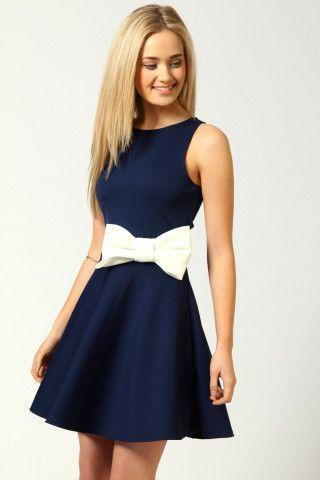 お呼ばれドレスは知的にかわいく♡ネイビーカラーのドレスをあつめました♡にて紹介している画像