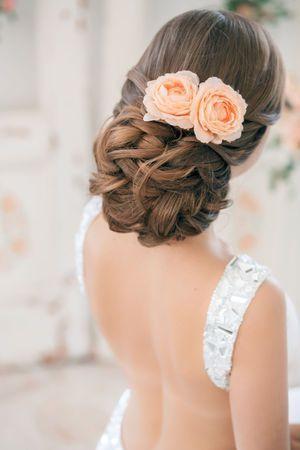 女の子らしさ全開♡ピンクのバラが可愛いウェディングヘアスタイルまとめ*にて紹介している画像